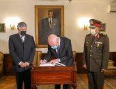 """رئيس تونس خلال زيارة قبر """"عبد الناصر"""": كنا نتابع خطبه ولا زالت مواقفه حاضرة"""