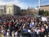صور.. مظاهرات حاشدة بمحيط البرلمان الصربى للمطالبة بوقف التلوث البيئى
