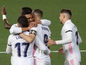 ريال مدريد يحسم الكلاسيكو بثنائية ضد برشلونة ويتصدر الدوري الإسباني.. فيديو