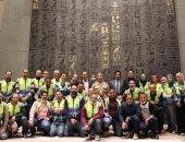 استمرار أعمال تثبيت القطع الأثرية للفرعون الذهبى داخل قاعات العرض