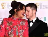 بريانكا شوبرا ونيك جوناس .. قبلات وأحضان على السجادة الحمراء فى حفل الـ BAFTA