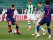 أتلتيكو مدريد يتعادل 1-1 ضد ريال بيتيس في الشوط الأول.. فيديو