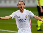 مودريتش: أستمتع بمشاهدة مبارياتى مع ريال مدريد لمعرفة أخطائى
