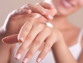 وصفات طبيعية لترطيب اليدين فى الخريف.. من الحليب للأفوكادو