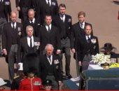 قارئ شفاه يكشف الحوار الذي دار بين وليام وهاري بعد جنازة الأمير فيليب