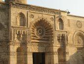 مساجد لها تاريخ.. الجامع الأقمر شمس ساطعة داخل شارع المعز