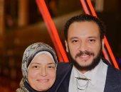 """أحمد خالد صالح بعد وفاة والدته: """"رحلت من كنت أكرم من أجلها.. ادعوا لها بالثبات"""""""
