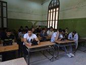 طلاب الثانوية العامة يبدأون الامتحان التجريبى باستخدام شبكة إنترنت المدارس