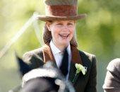 الليدى لويز ترث مهرتين وعربة خيول جدها الراحل الأمير فيليب.. صور