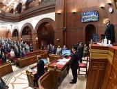 أعضاء مجلس الشيوخ يقفون دقيقة حداد على ضحايا حادث قطار طوخ.. صور
