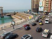 """موجة الحارة بالإسكندرية والحرارة 40 درجة.. رياح ساخنة مع غياب سطوع الشمس """"فيديو"""""""