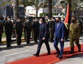 استقبال رسمى لرئيس الوزراء فى مقر الحكومة الليبية وعزف السلام الوطنى للبلدين