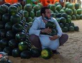 أحمر على أبوه يا بطيخ.. الفاكهة الصيفية الأكثر جماهيرية بسوق الساحل