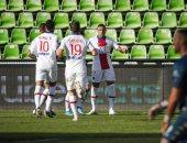 باريس سان جيرمان يتصدر الدوري الفرنسي بثلاثية ضد ميتز وإصابة مبابي.. فيديو