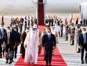 الرئيس السيسي يستقبل الشيخ محمد بن زايد بمطار القاهرة الدولى