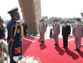 الرئيس السيسى يضع إكليل الزهور على قبر الجندى المجهول فى عيد تحرير سيناء