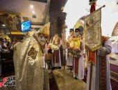 قراءة الإنجيل وزفة القيامة في كنيسة الملاك بشيراتون احتفالا بالعيد..فيديو وصور