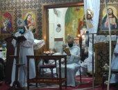 الأنبا كيرلس يختتم قداس سبت النور بكنيسة العذراء بنجع حمادى فى قنا