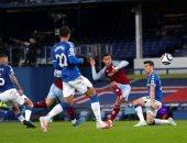 أستون فيلا يخطف فوز مثيرا من أنياب إيفرتون في الدوري الإنجليزي.. فيديو