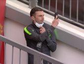 """مان يونايتد ضد ليفربول.. حكم المباراة يصل """"أولد ترافورد"""" رغم قرار التأجيل"""