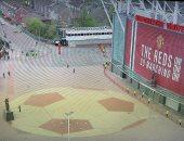 """مان يونايتد ضد ليفربول.. الشرطة تحاول ابعاد الجماهير من أولد ترافورد """"فيديو"""""""