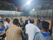 أحمد رمزى نائب التنسيقية يتابع إنهاء أعمال تطوير الملعب بمركز شباب قرية نكلا