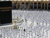 ضيوف الرحمن يودعون شهر رمضان بصلاة آخر جمعة فى المسجد الحرام.. ألبوم صور
