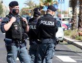 الشرطة الإيطالية تعثر على مخبأ أسلحة ضخم فى متجر للفاكهة بنابولى