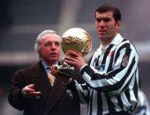 حكايات من دفتر أبطال الكرة الذهبية.. الأسطورة زيزو يفوز بالجائزة 1998