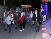 محافظ قنا يقود حملة لمتابعة التزام المحال بمواعيد الإغلاق وزيارة مفاجئة لمستشفى الحميات