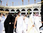 رئيس وزراء باكستان وزوجته يؤديان مناسك العمرة على هامش زيارته للسعودية.. صور