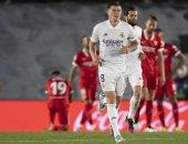 ريال مدريد يرفض صدارة الدوري الإسباني بتعادل قاتل ضد إشبيلية
