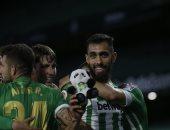 ريال بيتيس يتخطى غرناطة بثنائية في الدوري الإسباني.. فيديو