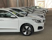 """وزير قطاع الأعمال يزور """"النصر للسيارات"""" ويتفقد 13 سيارة """"E70"""" لعمل الاختبارات لها"""