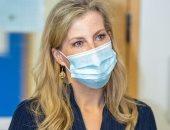 صوفى كونتيسة ويسيكس أنيقة فى فستان باللون الأزرق فى زيارة لأحد المستشفيات