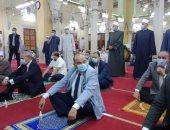 محافظ القليوبية ومدير الأمن يؤديان صلاة عيد الفطر بمسجد ناصر ببنها.. صور