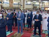 محافظ الدقهلية ومدير الأمن يؤديان صلاة عيد الفطر بمسجد النصر بالمنصورة.. صور