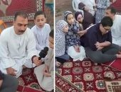 مواطن بالشرقية يقيم صلاة العيد لأسرته على سطح المنزل التزاما بالتباعد.. فيديو