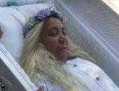 """نامت فى """"نعش"""" عدة ساعات.. سيدة تقيم """"بروفة"""" جنازتها بالدومينيكان.. فيديو وصور"""