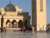 شاهد.. سياحة الأجانب بمدن الغردقة وعلى رأسها مسجد الميناء الكبير.. فيديو وصور