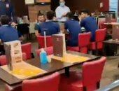 لاعبو الأهلي فى المطعم قبل السفر إلى جنوب أفريقيا لمواجهة صن داونز.. فيديو