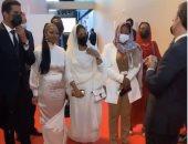 الرئيس الفرنسي يوثق لقاءه مع الشباب السودانى فى قصر الإليزيه.. فيديو