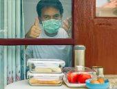 الطريقة الآمنة لتقديم الطعام للمصابين بفيروس كورونا في العزل المنزلى