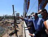 رئيس الوزراء يتفقد مشروعات الإسكان بالمنصورة الجديدة.. ويلتقط صورة مع العمال