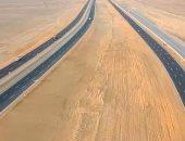 """""""النقل"""" تنهى رسميا المرحلة الأولى من مشروع تطوير وتوسعة طريق الصعيد الصحراوى الغربى.. تشمل المسافة من القاهرة للمنيا بطول 230 كيلومترا.. وتضم طريقا منفصلا للشاحنات به حارتان خرسانة لمواجهة حوادث الطرق"""