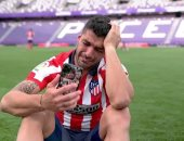 """سواريز باكيا: برشلونة لم يقدرني.. وأتلتيكو مدريد فتح أبوابه لي """"فيديو"""""""