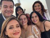 المخرجة كاملة أبو ذكرى تحتفل بحفل زفاف ابنتها بحضور الفنانين.. صور
