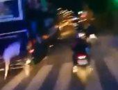 لاعب يسقط من حافلة مكشوفة خلال احتفال تأهل فريقه للدورى التركى.. فيديو