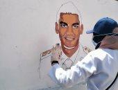 شباب الدقهلية يزينون جدران مدرسة زويل برسومات لشهداء الجيش والشرطة