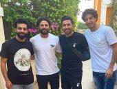 محمد صلاح ينشر صورة مع تريزيجيه وغالى ومحمد هانى خلال الإجازة الصيفية
